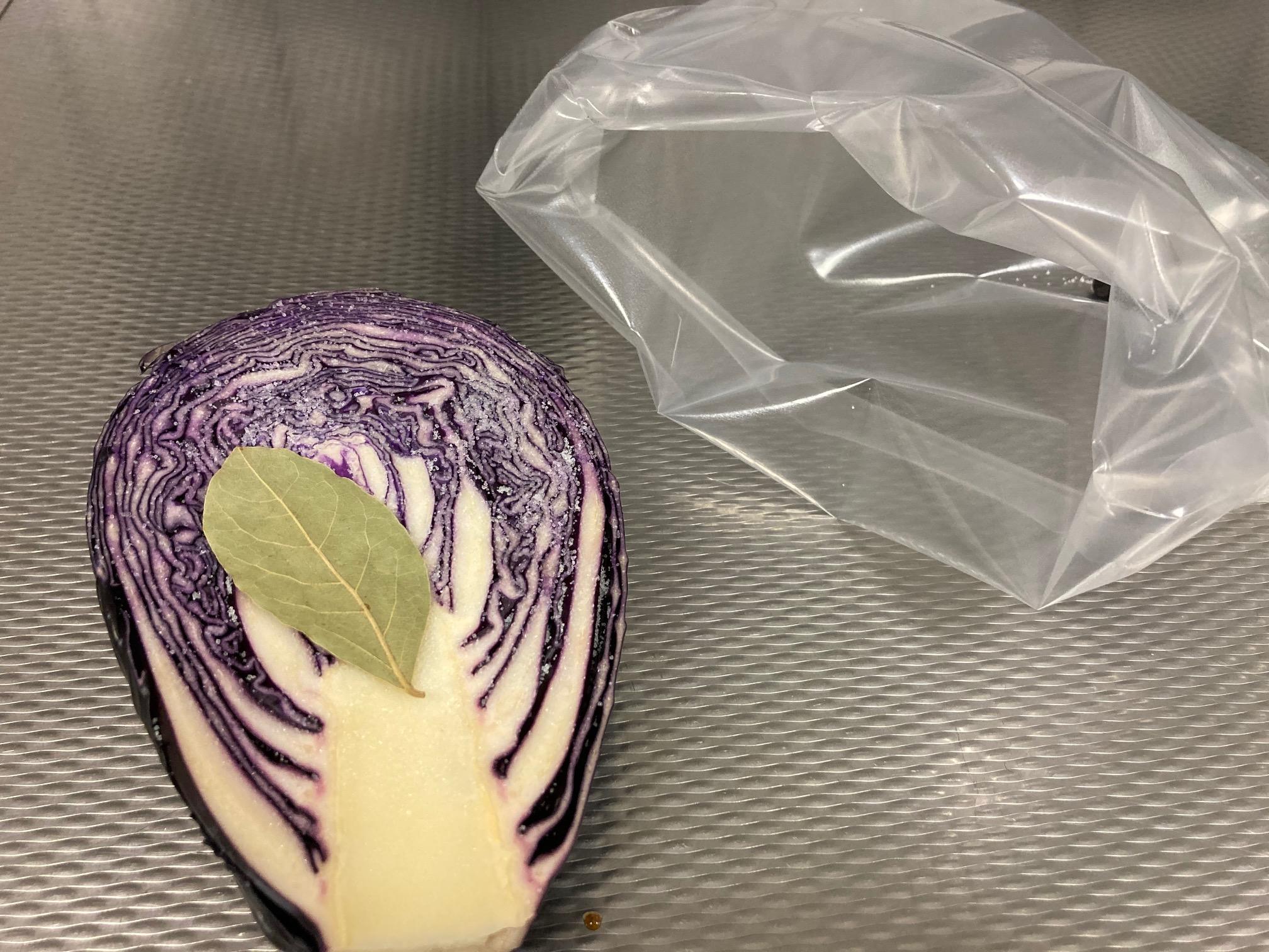 Sauerkraut vom vakuumfermentierten Rotkohl